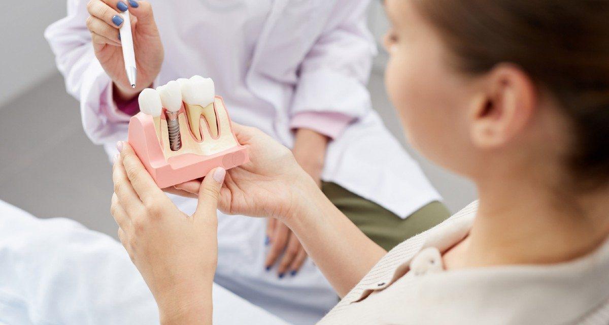 https://www.lifedentalspa.ro/wp-content/uploads/2021/04/aspecte-implant-dentar-1200x640.jpg